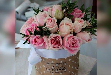 """Розы в """"шляпных"""" коробках со скидкой 50% в цветочной мастерской """"Лейка"""""""