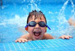 Обучение плаванию детей и взрослых со скидкой до 70% в бассейне оздоровительного центра «Нептун»