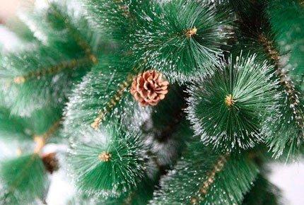 Искусственные зелёные ели с шишками и снежком со скидкой 60%. Набор шаров и гирлянда в подарок!