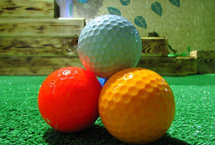Игра в мини-гольф со скидкой 55%