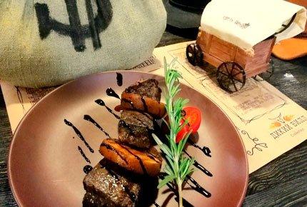 Гриль и сочные стейки со скидкой 50% в стейкхаусе «Дикий Билл»