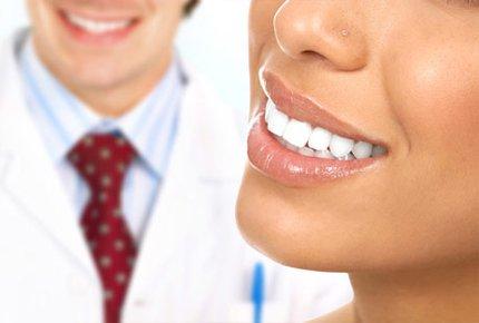 Профессиональная чистка зубов в клинике «Елан» со скидкой 70%. Заплати 750 рублей вместо 2500!