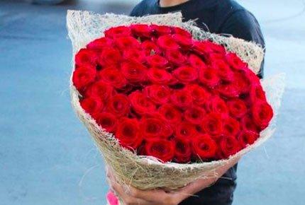 Розы и шляпные коробки из роз со скидкой 50% в мастерской цветов «Клевер» на Гагарина