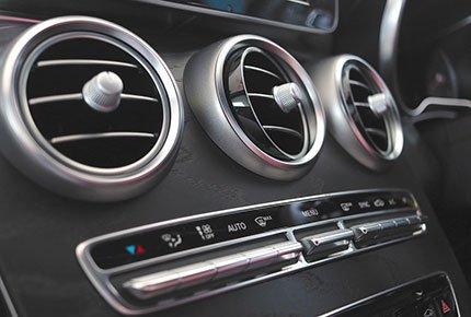 Заправка кондиционера со скидкой 50% в автосервисе «Автоплюс»
