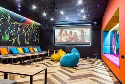 Пять уютных тематических залов в центре города со скидкой 50% в антикинотеатре «Измерение»