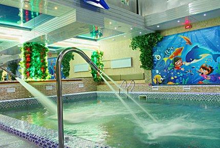 Два часа бассейна и SPA-программы со скидкой 50% в семейном банном комплексе Нептун на Фрунзе