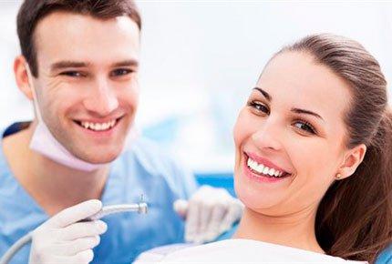 Профессиональная ультразвуковая чистка зубов со скидкой 78% в сети клиник Demokrat
