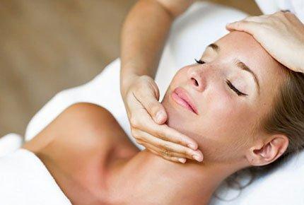 Подарочные сертификаты на массажи для лица и тела со скидкой 50% от йога-центра «Саттва»