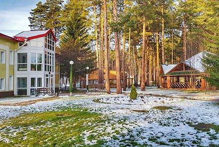 Семейный отдых в трёхзвёздочном загородном отеле «Томь» со скидкой 50%