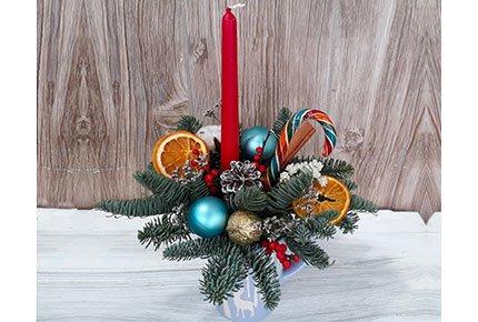 Новогодние композиции со скидкой 50% в мастерской цветов «Клевер» на Гагарина