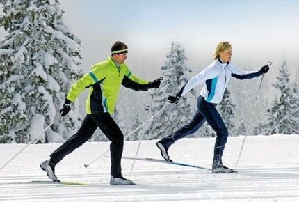 Гостиничные номера, катание на лыжах и коньках со скидкой 50% в ЦДСО «Томь» в Калтае