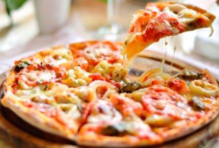 Пицца и пироги со скидкой 65% от кафе доставки «КОК»
