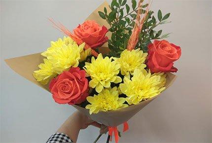 Букеты к выпускным со скидкой 50% в мастерской цветов «Клевер» на Гагарина