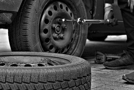 Услуги по переобувке автомобиля за ТЦ «Красный экспресс» со скидкой 50%