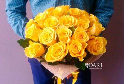 Скидка 50% на букеты роз и композицию в ящичке в цветочной мастерской «Дари»