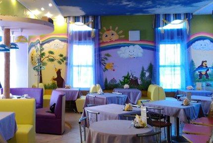 """Горячие закуски, молочные коктейли и детские горячие блюда со скидкой 50% в новом центре семейного отдыха """"Маша и Медведь"""""""