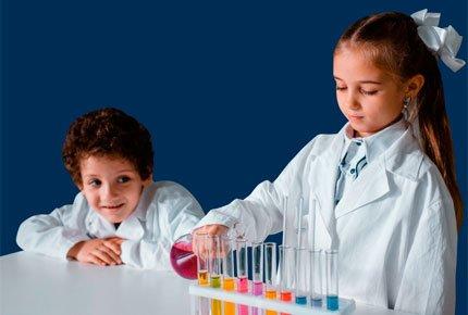 Занимательное занятие со скидкой 66% в клубе юных химиков «Фарадей»