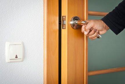 Установка любых дверей со скидкой 50% от компании «Калейдоскоп дверей»