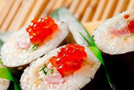 "Скидка 50% на все роллы и суши от ресторана доставки ""Рис-суши"" + два шашлычка в подарок!"