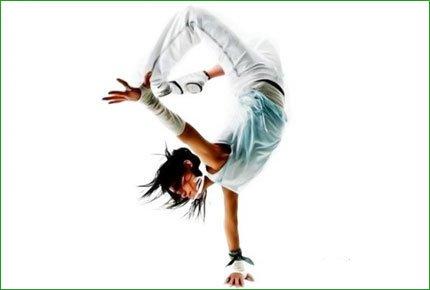 Абонемент на 4 занятия в школе танцев Skillz - со скидкой 62%! Заплати 300 рублей вместо 800!