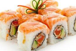 Наборы, роллы и суши со скидкой 50% от ресторана доставки «Хит»
