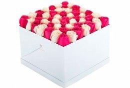 Цветы в коробочках со скидкой 50%